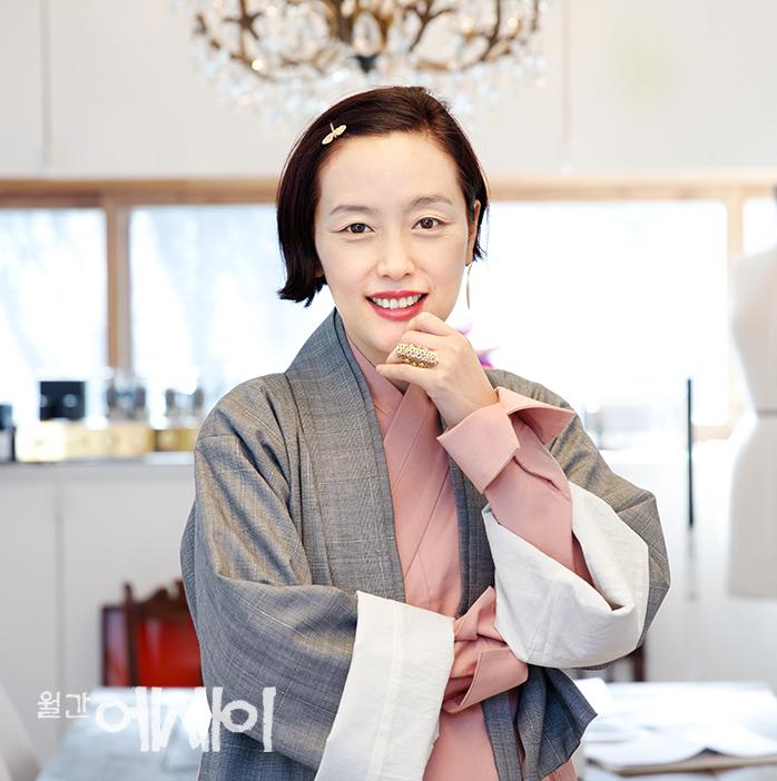 [아름다운 人터뷰] 차이, 전통에 정통하다 / 김영진 한복 디자이너