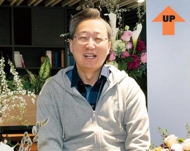 [CEO UP & DOWN] 윤호영 vs 홍원식