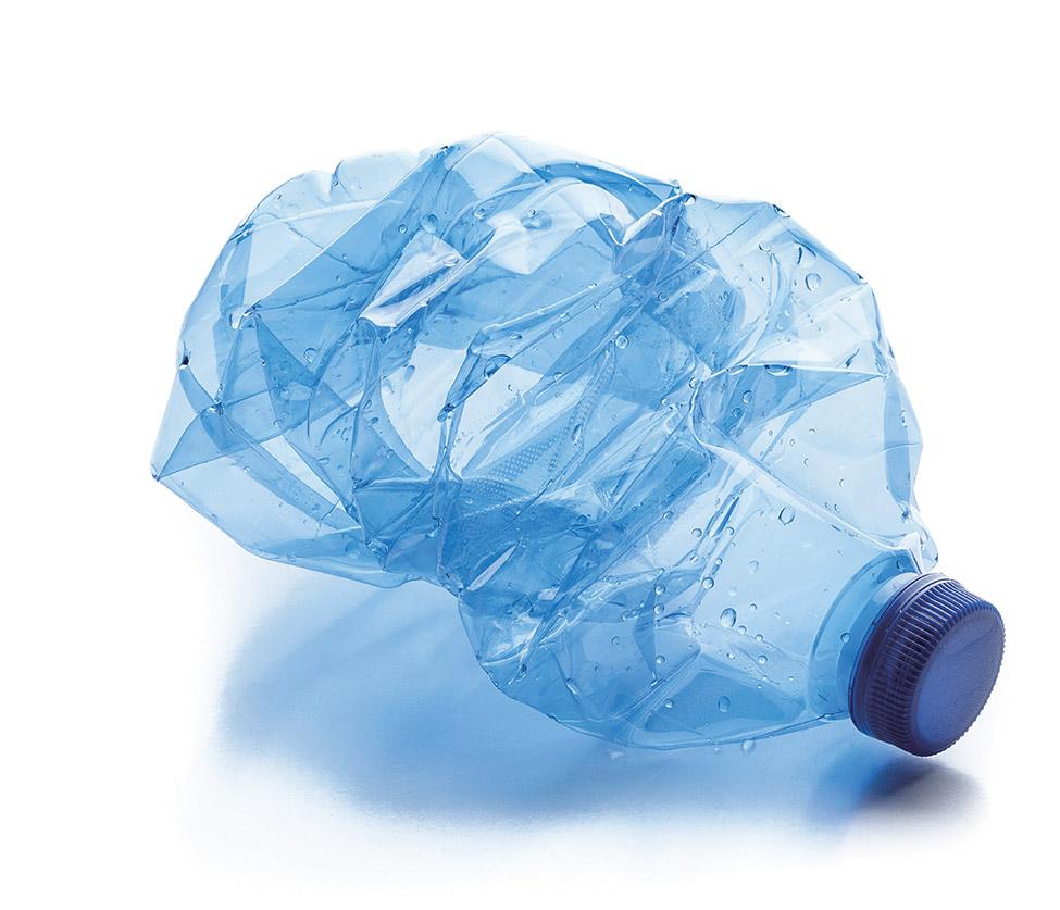 [플라스틱 규제 강화, 비상 걸린 화학업계] 재활용 원료 써야 하는데 폐플라스틱 수입 막혔다