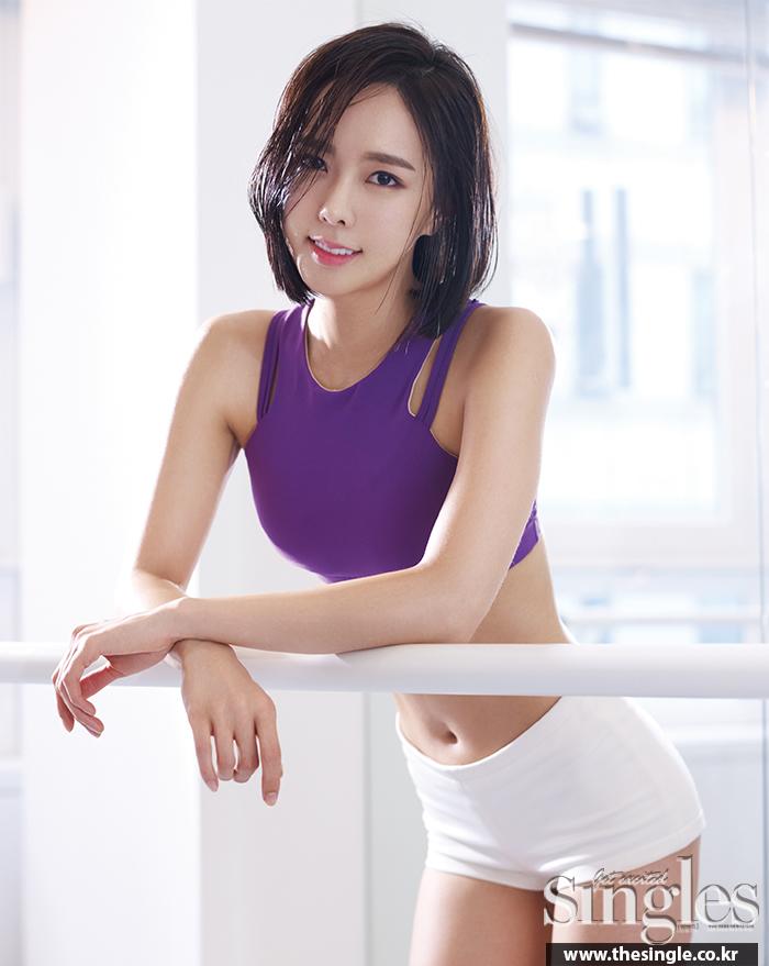 운동하는 여자들 ; 여성스러운 팔 라인 만들기